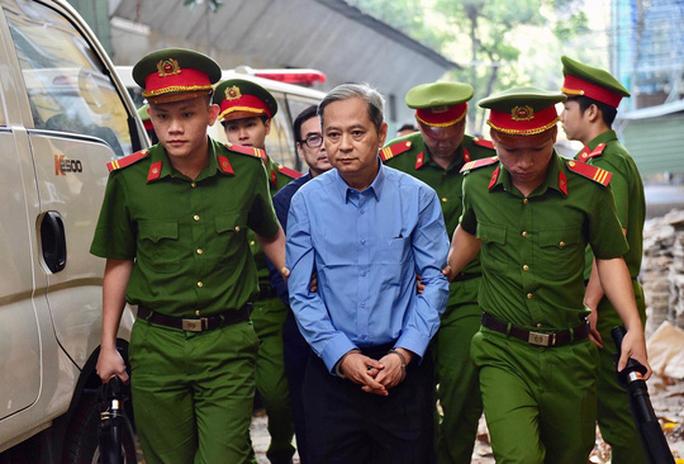 Nguyên Phó chủ tịch UBND TP HCM  Nguyễn Hữu Tín lãnh 7 năm tù - Ảnh 1.