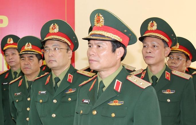 Thủ tướng bổ nhiệm tân Thứ trưởng Bộ Quốc phòng, Chính ủy Quân chủng Hải quân - Ảnh 1.
