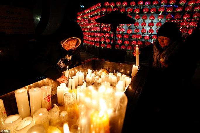 Châu Á đón năm mới đầy tâm trạng - Ảnh 3.
