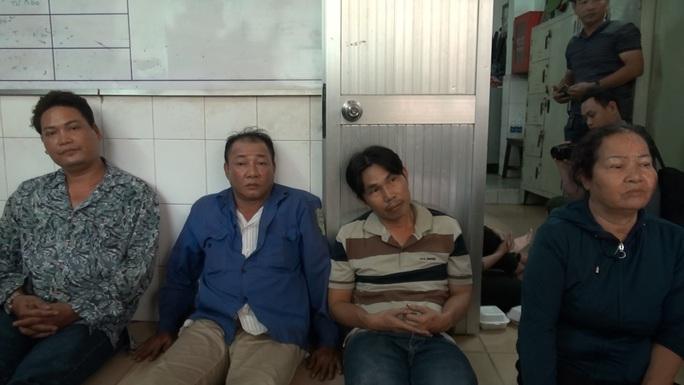 Nhóm người bất minh lộ diện ở Bệnh viện Phạm Ngọc Thạch - Ảnh 1.
