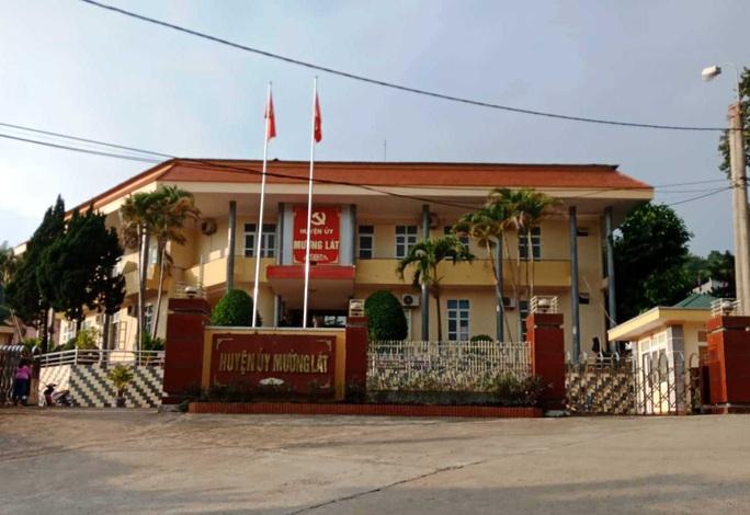 Sinh con thứ ba, 4 cán bộ huyện ở Thanh Hóa bị đưa ra khỏi quy hoạch - Ảnh 1.