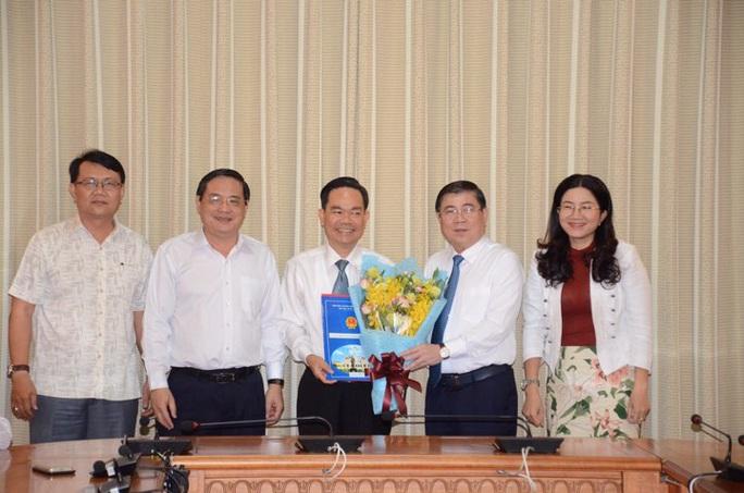 Chủ tịch UBND TP HCM trao 3 quyết định điều động, bổ nhiệm cán bộ - Ảnh 2.