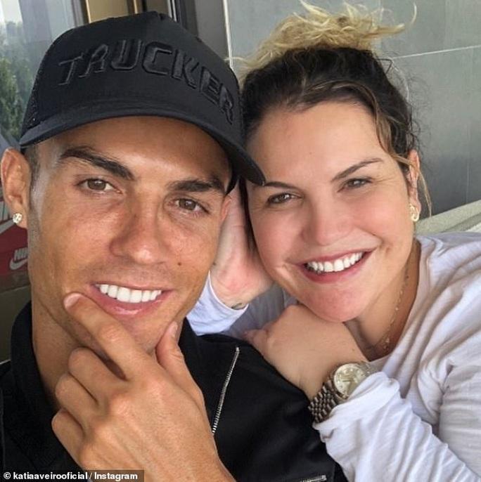 Chị gái Ronaldo gây bão mạng với chỉ trích nặng nề Van Dijk - Ảnh 3.