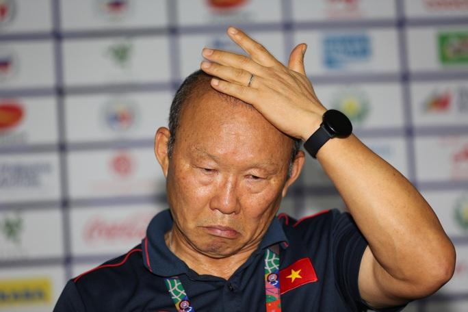 U22 Việt Nam đang leo núi, thầy Park bị bắt bài! - Ảnh 1.
