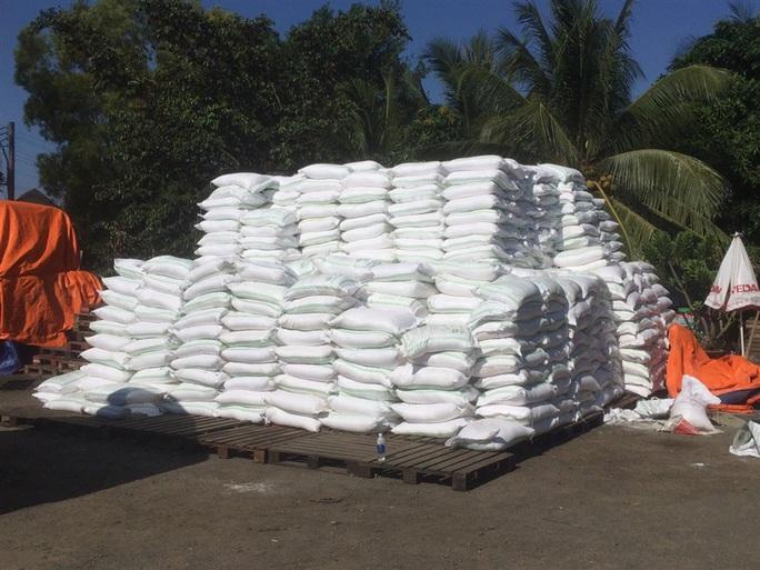 Phá đường dây buôn lậu đường cực lớn từ Campuchia về Việt Nam, thu giữ gần 1.000 tấn, bắt 4 đối tượng - Ảnh 1.