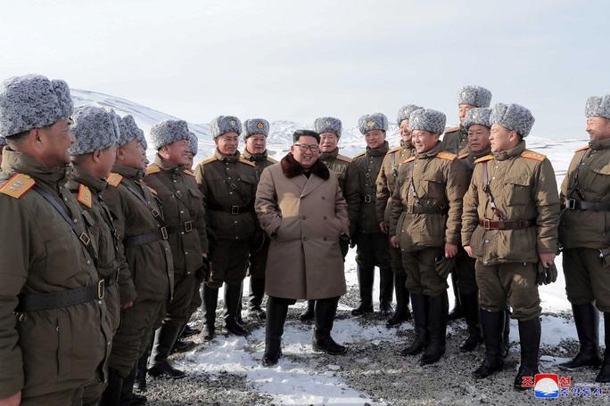 Lãnh đạo Triều Tiên cưỡi bạch mã trong khung cảnh đẹp khó cưỡng - Ảnh 6.