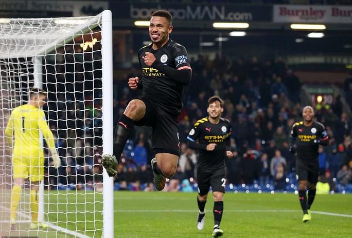 Tân binh góp công siêu phẩm, Man City trở lại ngôi nhì Ngoại hạng - Ảnh 3.
