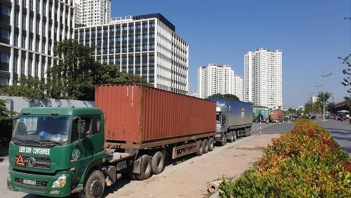 Bắt quả tang vụ nhập lậu hơn 100 tấn dược liệu từ Trung Quốc làm thuốc bắc - Ảnh 2.