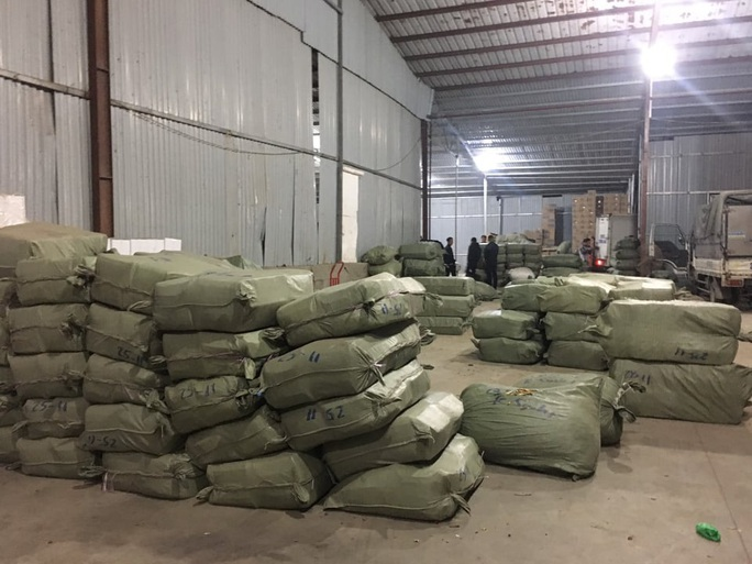 Bắt quả tang vụ nhập lậu hơn 100 tấn dược liệu từ Trung Quốc làm thuốc bắc - Ảnh 1.