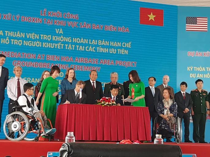 Dự án xử lý dioxin tại Sân bay Biên Hòa chính thức khởi công - Ảnh 1.