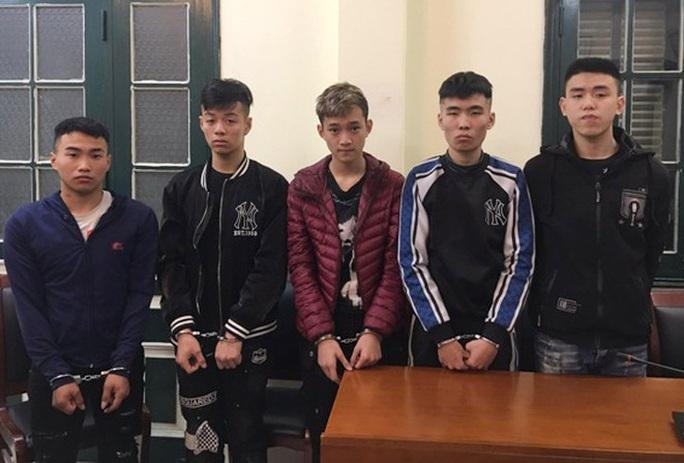 Băng nhóm thanh, thiếu niên táo tợn gây ra liền 4 vụ cướp trong 1 đêm - Ảnh 1.
