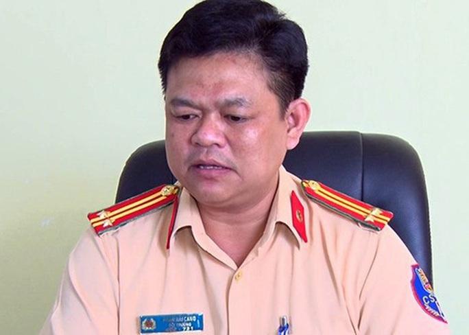 Tân Giám đốc Công an Đồng Nai ký quyết định tạm đình chỉ 2 sếp CSGT để làm rõ bảo kê xe quá tải - Ảnh 1.