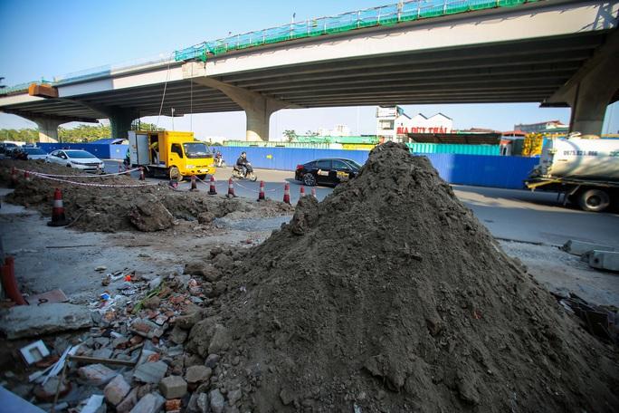 Cận cảnh tình trạng nhếch nhác tại tuyến đường 3.100 tỉ đồng vừa thông xe - Ảnh 8.