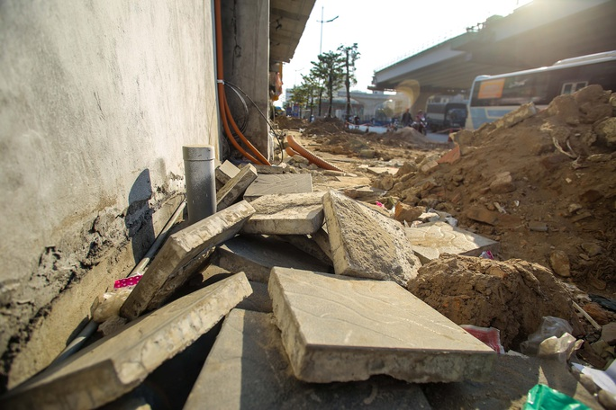 Cận cảnh tình trạng nhếch nhác tại tuyến đường 3.100 tỉ đồng vừa thông xe - Ảnh 11.
