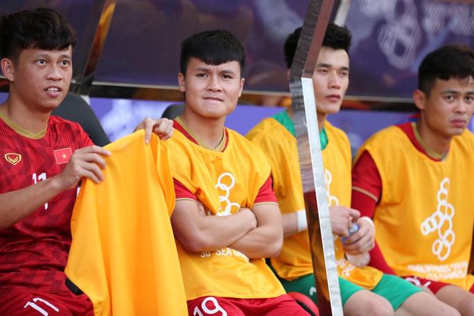 Quang Hải vẫn ra sân tập, bác sĩ nói về khả năng đá trận chung kết SEA Games của đội trưởng U22 - Ảnh 2.