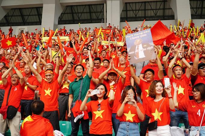 Nhiều công ty du lịch hết vé sang Philippines xem U22 Việt Nam đá chung kết - Ảnh 1.