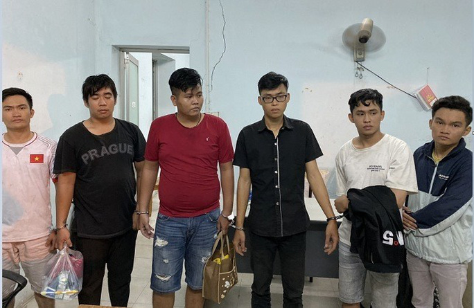 Chân dung nhóm người giả cảnh sát hình sự luôn kè súng vừa sa lưới ở TP HCM - Ảnh 1.