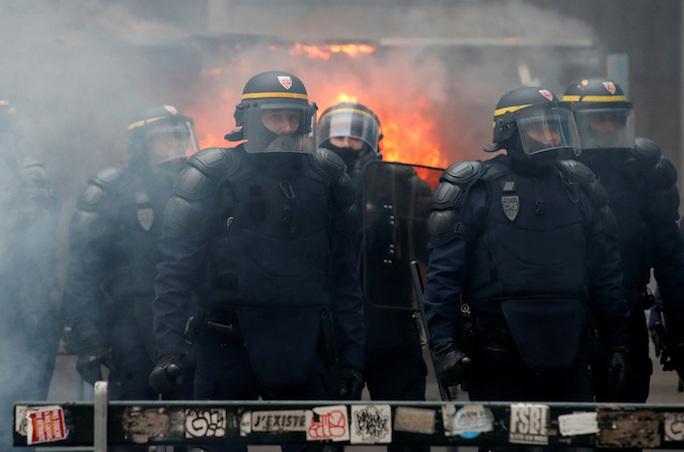 Nước Pháp hỗn loạn chưa từng thấy vì cải cách lương hưu - Ảnh 9.