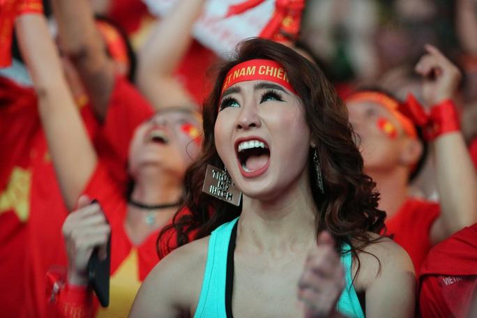 U22 Việt Nam chặn đứng hiện tượng Campuchia: CĐV vỡ òa phấn khích - Ảnh 6.