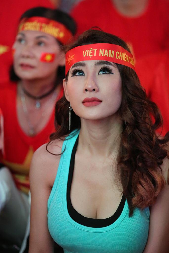 U22 Việt Nam chặn đứng hiện tượng Campuchia: CĐV vỡ òa phấn khích - Ảnh 5.