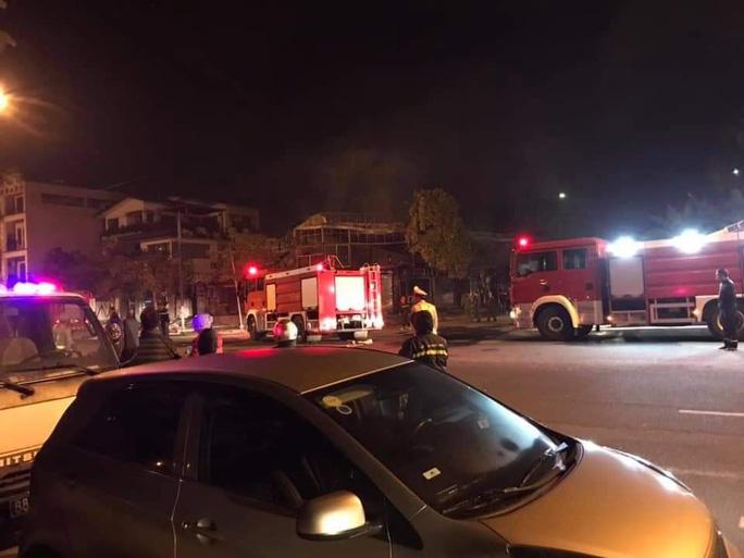 Cháy nhà hàng lẩu lúc rạng sáng, 4 người tử vong thương tâm - Ảnh 1.
