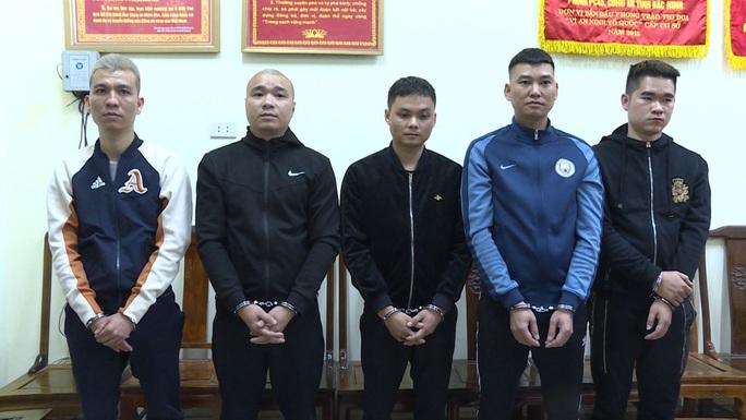 Tân Giám đốc Công an Bắc Ninh trực tiếp chỉ đạo phá ổ nhóm cá độ bóng đá gần 100 tỉ đồng - Ảnh 1.