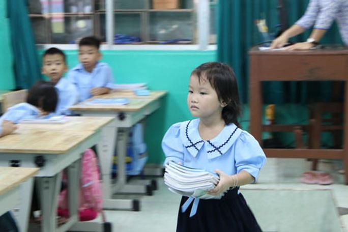 Ăn lương tháng thì lãnh đạo sở chọn sách nào?: Giáo viên chọn sách giáo khoa theo... định hướng - Ảnh 1.
