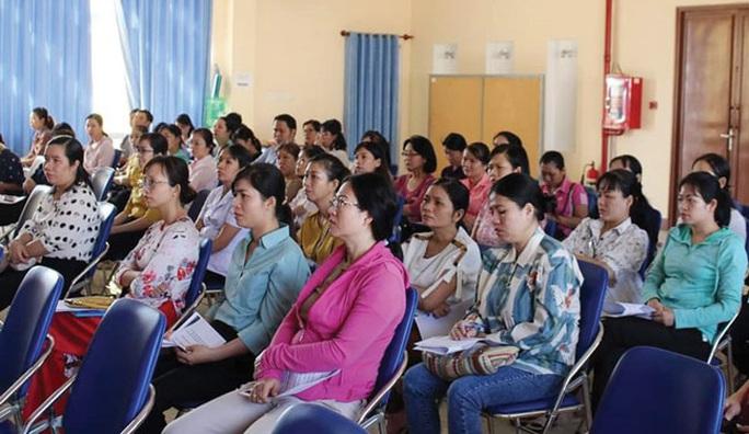 Nữ CNVC-LĐ học kỹ năng nuôi dạy trẻ - Ảnh 1.
