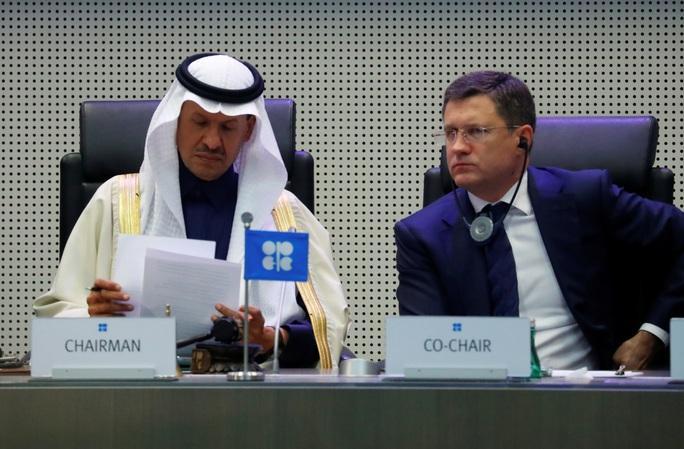OPEC+ cắt giảm mạnh sản lượng dầu - Ảnh 1.