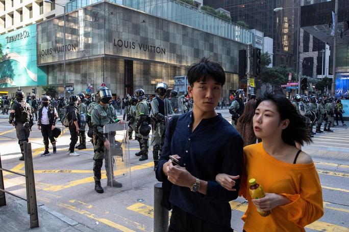 Biểu tình kéo dài, Hồng Kông vẫn lạc quan về kinh tế - Ảnh 1.