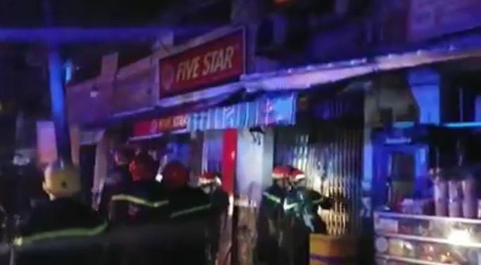 Cháy nhà ở quận 7 - TP HCM trong đêm, 3 người tử vong - Ảnh 1.