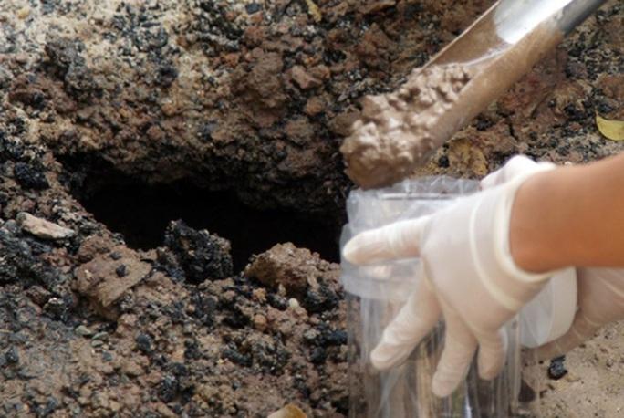 Vụ 2 anh em ruột tại Hà Nội tử vong do nhiễm khuẩn Whitmore: Phát hiện vi khuẩn trong mẫu đất - Ảnh 1.
