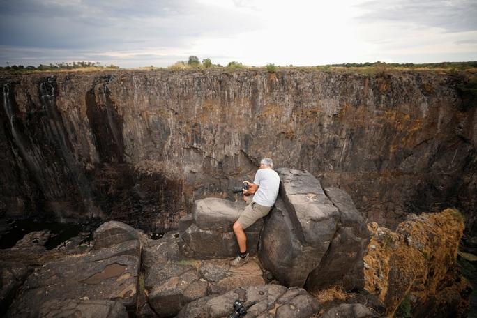 Hạn hán kinh hoàng, thác nước cao 100 mét gần cạn khô - Ảnh 7.