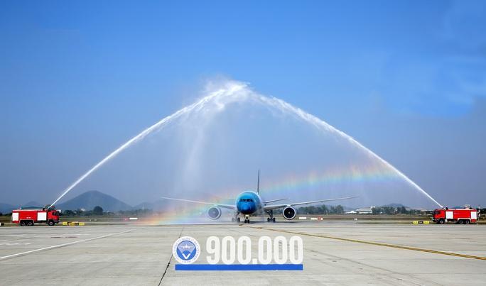 Mỗi ngày có bao nhiêu chuyến bay trên bầu trời Việt Nam? - Ảnh 1.