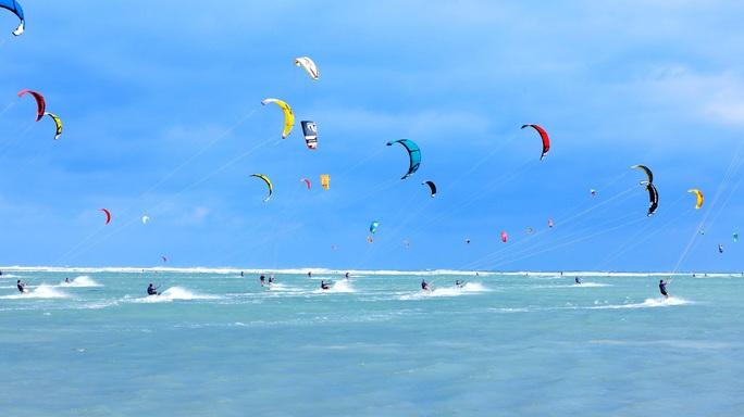 Bùng nổ Festival Ván Diều biển Ninh Chữ - Ninh Thuận - Ảnh 1.