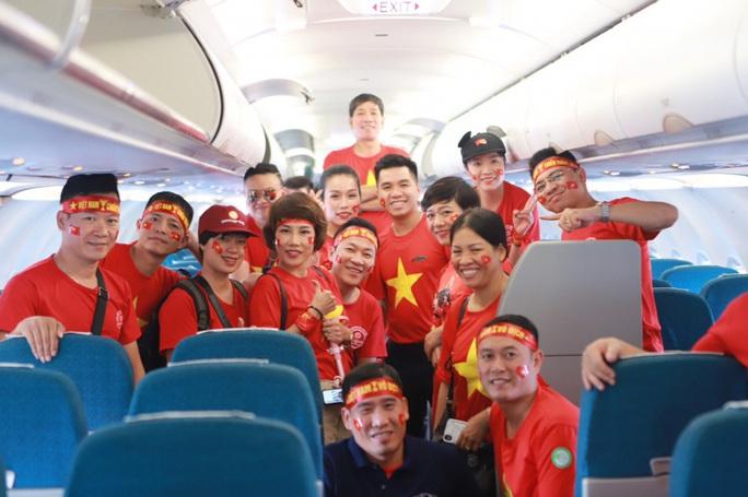 Tổ chức 6 chuyến bay đến Philippines cổ vũ U22 Việt Nam - Ảnh 1.