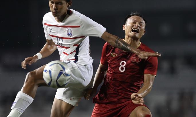 Clip: Chân bê bết máu, Trọng Hoàng vẫn bền bỉ đưa U22 Việt Nam vào chung kết  - Ảnh 5.