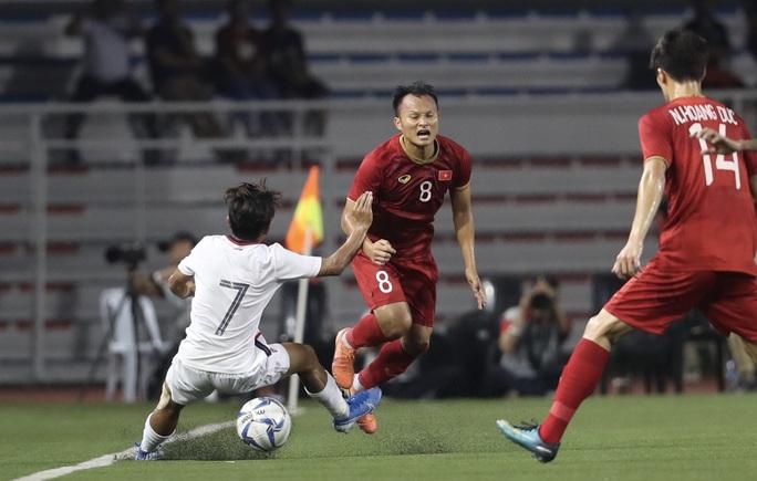 Clip: Chân bê bết máu, Trọng Hoàng vẫn bền bỉ đưa U22 Việt Nam vào chung kết  - Ảnh 4.