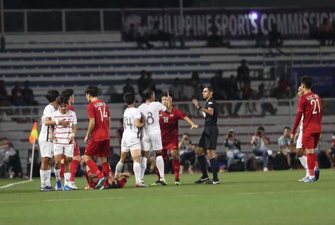 Clip: Chân bê bết máu, Trọng Hoàng vẫn bền bỉ đưa U22 Việt Nam vào chung kết  - Ảnh 3.