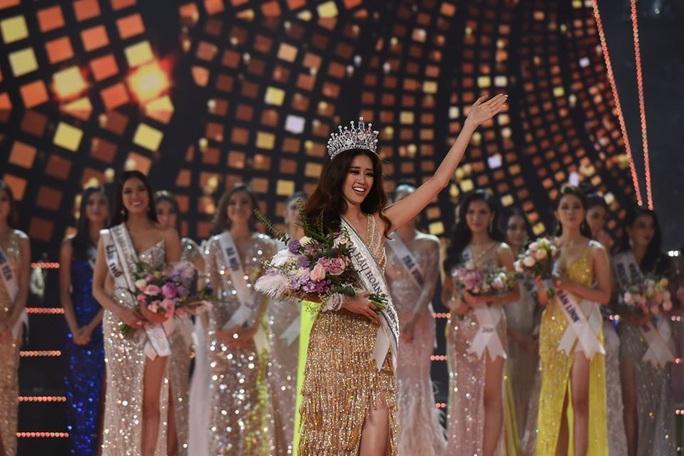 Không chỉ trên sân khấu, Nguyễn Trần Khánh Vân vẫn rất xinh đẹp ngoài đời  - Ảnh 1.