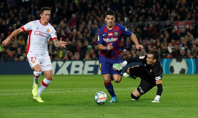 Messi nâng Quả bóng vàng, lập siêu phẩm hat-trick ở Nou Camp - Ảnh 7.