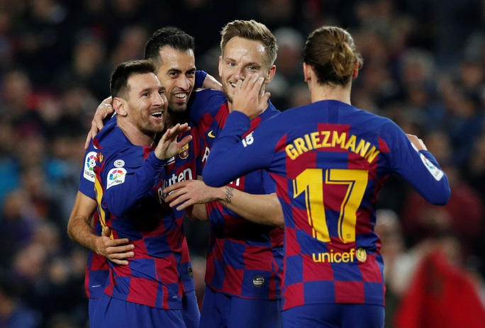 Messi nâng Quả bóng vàng, lập siêu phẩm hat-trick ở Nou Camp - Ảnh 6.