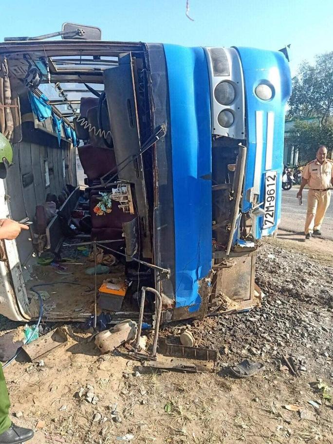 Tại nạn giao thông nghiêm trọng ở Long An, ít nhất 13 người thương vong - Ảnh 1.