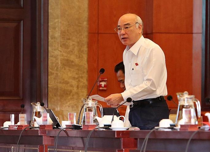 Đại biểu HĐND TP HCM kiến nghị tăng mức phạt đối với người tiểu bậy, vứt rác - Ảnh 1.
