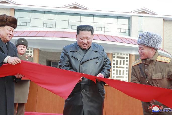 Lãnh đạo Kim Jong Un khánh thành khu nghỉ dưỡng, Triều Tiên lách lệnh trừng phạt - Ảnh 1.
