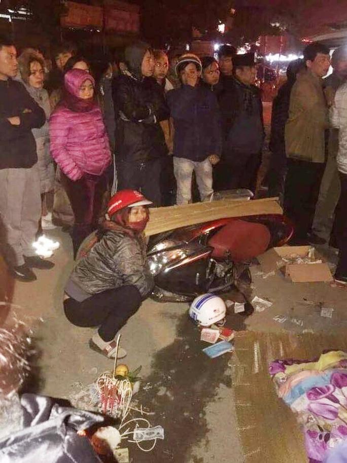 Va chạm với xe hổ vồ trong đêm, nữ giáo viên cấp 2 tử vong tại chỗ - Ảnh 1.