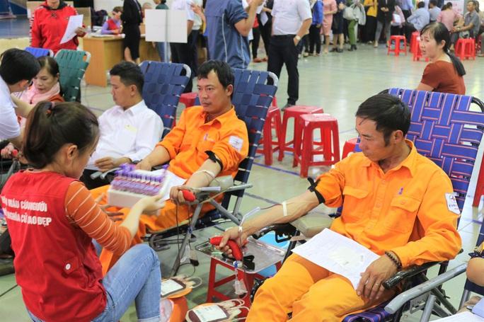 Thợ điện hiến máu cứu người! - Ảnh 1.