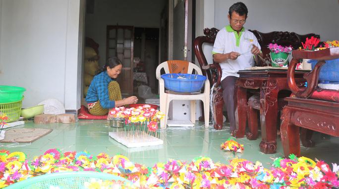 Độc đáo ngôi làng 300 năm làm hoa giấy ở Huế - Ảnh 8.