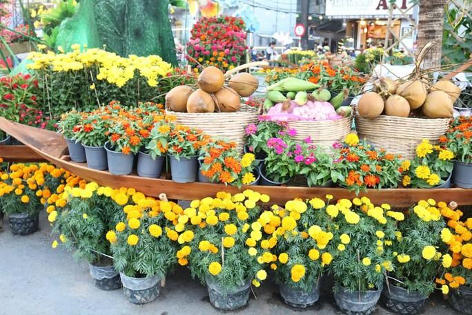 Đường hoa nghệ thuật Cần Thơ rực rỡ khi được lắp 80.000 chậu hoa tươi - Ảnh 3.