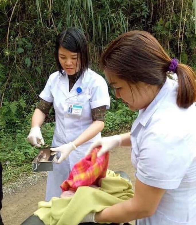 Hi hữu bác sĩ xuống vực đỡ đẻ cho thai phụ ngã xe máy - Ảnh 3.